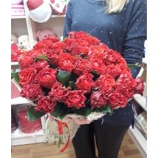 35 роз Россия в сетке