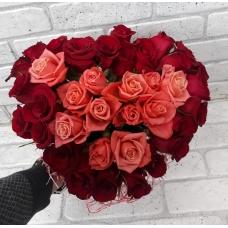 Сердце из 37 роз